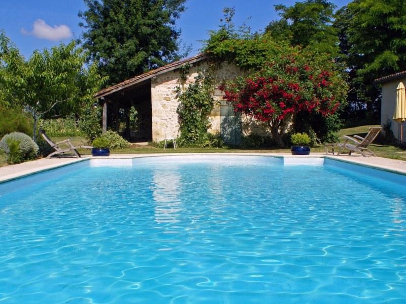 Peinture bleue pour piscine b ton nice arcane industries for Piscine nice