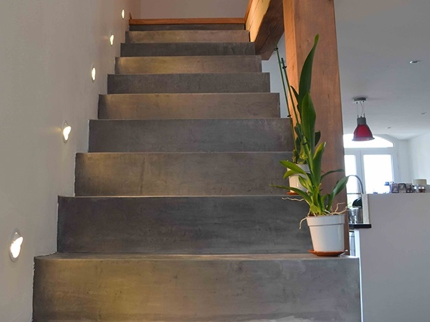 Application du beton cire sur un escalier arcane industries - Carrelage beton exterieur ...