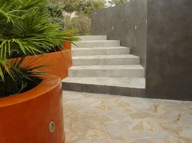 mur extrieur et jardinire en bton cir